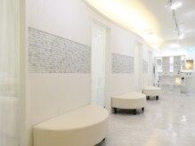 店内は白を基調とした清潔感のある完全個室になっております☆