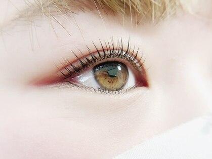 Jolie eyelash