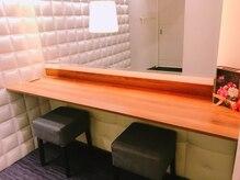 リリエット ブランジェ 横浜店の雰囲気(綺麗なサロン!個室での施術で、メイク台もあります!)