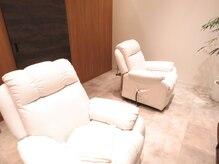 トランスモード アヴェダ アイラッシュOPA店の雰囲気(贅沢な個室空間で、リラックスしながら施術を受けられます。)