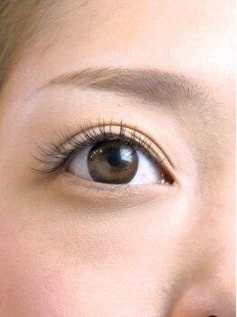 ルーシー 鹿児島中央(Lucii×Frill)の写真/お客様の目の形を把握し、あなただけの似合わせカウンセリング実施!国産グルー使用で瞳やまつ毛に優しい◎