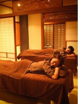 """京都 ほぐし整体 はんなり 赤坂店の写真/お二人様限定!お得なカップルコース有♪お友達同士でも。畳個室の""""はんなり""""空間でゆったりと。"""