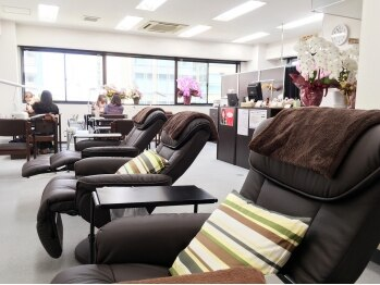 ネイルサロンアジアン 西新宿店(東京都新宿区)
