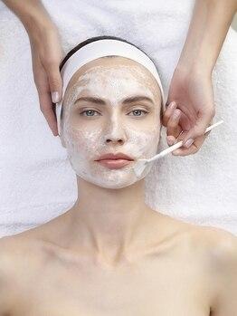 ビーホワイト(Be White)の写真/外的ストレスが溜まったお肌の根本を改善☆植物由来のクリスティーナ化粧品を使用♪