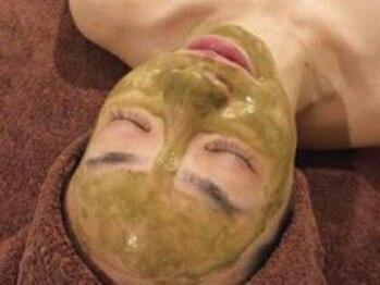 エミナル(EMINAL)の写真/【マスクや紫外線でダメージを受けたお肌に】毛穴を引き締めつるんとしたたまご肌へ◎ハ-ブピ-リング¥7900