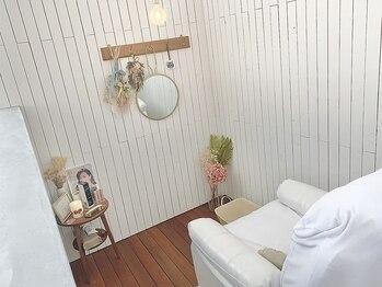 ハナリノ(HANARINO)の写真/半個室空間で人目を気にせずゆったりリラックス★まつ毛の悩みを丁寧にカウンセリング★初めての方にも◎