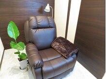 アイラッシュサロン レイ 福岡天神店(eyelash salon Rey)の雰囲気(全室個室で、リクライニングソファーと癒される音楽で快適です!)
