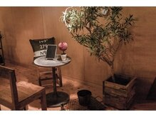 アイラッシュサロン アパートメント103(MIEUX POUR MA CHERE)の雰囲気(アンティーク家具に囲まれて、ゆったりとお過ごし下さい。)