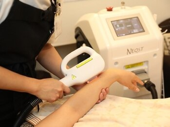 サロンエム(Salon M)の写真/業界でも珍しい冷却ジェル不要、保冷剤不要の機器使用で痛みが少ない美肌脱毛を体感できます♪