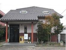 美容サロン セピア 栃木店の雰囲気(正面入り口。駐車場はお店前に完備♪)