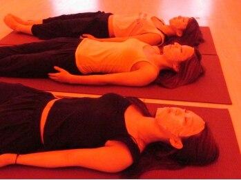 ホットヨガアンドコラーゲンスタジオ リビュー(REBEAU)の写真/【結果】に自信◎コラーゲンをチャージしながらエクササイズ!美と健康を叶える女性専用ホットヨガスタジオ