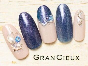 グランシュクアトロ 千葉店(GranCieux × QUATRO)/大人ブルーのマグネットネイル