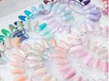 カラ-アドバイザ-ネイリストが、綺麗に魅せてくれる色をご提案☆