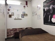 ビューティーサロン レッド ムーン(RED MOON)の雰囲気(カントリー調な施術室です♪)