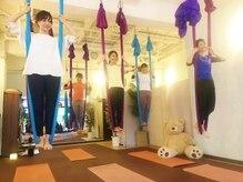 エアーヨガ レボ(Air yoga REVO)の雰囲気(最大7人でのグループレッスン♪楽しみましょう(*^-^*))