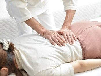 八王子カイロプラクティック院の写真/慢性的な腰痛は日々の悪い姿勢習慣が原因かも…。施術歴33年の信頼・技術・知識でお身体を根本から改善◎