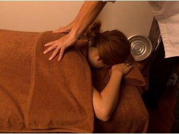美容整体 ココ(COCO)の写真/つらいコリは≪COCO≫にお任せ★豊富な知識と経験で筋肉にアプローチ!丁寧な施術で不調を改善してくれる♪