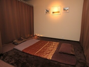 タイ古式マッサージ ファンディー(Fandee)の写真/広々個室で周りの目を気にせず、ゆったりとした時間をお過ごしいただけます。癒されたい方はぜひ一度♪