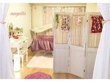 アンジュール(angelle)の雰囲気(大人可愛いピンクと白を基調の店内でしっかりとカウンセリング♪)