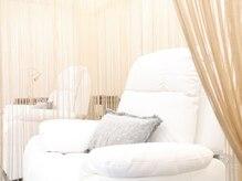 プライベートサロン アンジュ(Private Salon Ange)の雰囲気(施術ベッドはリクライニングでゆったりと…。)