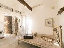 オゥルージュカシェ(Au-rouge Cashe)の雰囲気(1階、ヘアサロンも貸し切りスペースを贅沢にお使いいただけます)