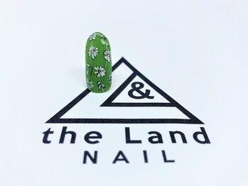 ザ ランド ネイル(the Land Nail)/緑の中のお花 △浅井