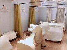 ラフィネ 南海なんば店の雰囲気(仕切りのカーテンを開ければ、ペアでの施術も受けられます♪)