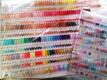カラー300色以上!ラメも200色以上カラージェルの種類も豊富♪