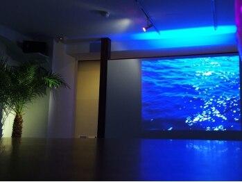 リラコラ 本町店(RIRACOLLA)の写真/海底に横たわっているような心地よいリラックス空間を体感できる♪日常を忘れて、疲れた身体をスッキリ!!