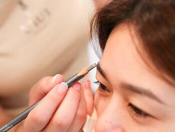 ウィウィ(U'IU'I)の写真/【眉スタイリング  ¥5180→¥4000】プロが骨格や顔のバランスを見極め、お客様に合った眉をご提案◎
