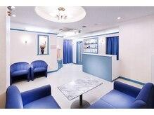 オリエンタル スタイル 西院店の雰囲気(青と白を基調とした清潔感ある店内+♪)