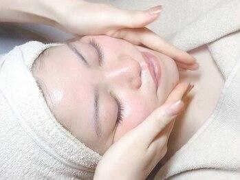 ダーマスパッソ(Derma SPASSO)の写真/充実したフェイシャルメニューで肌の代謝UP&肌トラブルケア!小顔になりたい方は美容整骨小顔がオススメ!