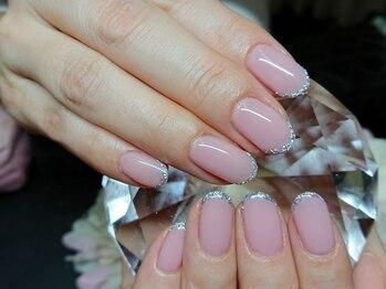 ネイルサロン ゴールド(Nail salon GOLD)の写真/「爪が折れてしまった」「短い爪だけどアートを楽しみたい!」そんな方も◎上品な長さをプラスして美爪に♪