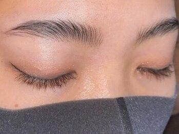 アイラッシュブルー(Eyelush BLUE)の写真/【新メニュー導入★ハリウッドブロウリフト】インスタで話題の外国人風眉へ!自まゆ毛のみで垢抜け眉に♪