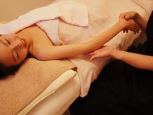 トータルサロン ピウ ボーテ/お肌や毛の状態をチェック