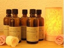 アロマオイルは、約10種類の中から香りや効能で選べる◎