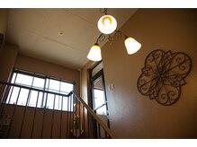 アロマテラピーサロン ルビー(Ruby)の雰囲気(階段を上がって3階にあります!)