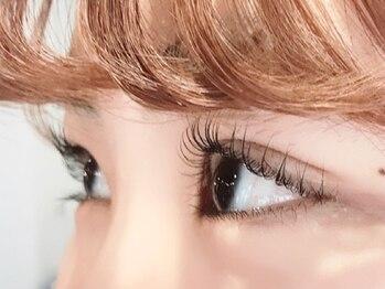 ポルタート アイ(Portaat eye)の写真/当店大人気メニューのまつげパーマ☆上向きカールでナチュラルなお目元を演出します♪初心者様も大歓迎です