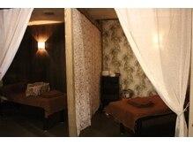 もみほぐしサロン イヤシンスの雰囲気(5台のベッドはそれぞれ違う雰囲気を楽しめます!)