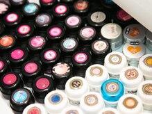 お色の種類が豊富。貴方のお好きな色で施術します。