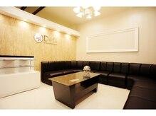 デフィ(Defi)の雰囲気(お連れのお客様もゆったり待合室でお待ちしただけますよ!!)
