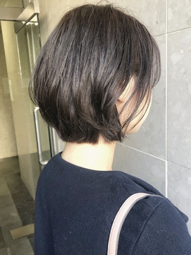 【emis】耳かけ小顔ボブ 丸みワンカール ラフ 透明感カラー 春夏