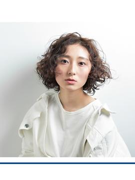 大人カーリーパーマ × ハイライト 【FIRST】 .
