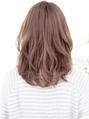 前髪長め前髪なしセンターパートアッシュカラーくびれミディアム