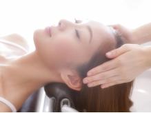 エイジングケアヘッドスパ♪ヒアルロン酸配合で頭皮に潤いを与え、新しく生えてくる髪にハリ・コシが誕生!!