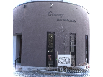 グラニー ヘアーメイクスタジオ(Granny Hair Make Studio)