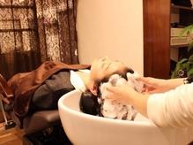 【川口駅徒歩5分】《カット+ヘッドスパ(30分)¥6426》頭皮環境を整え、潤いに満ちた健やかな髪へ導きます。