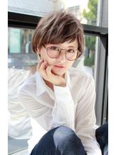 外国人風 可愛いショートボブ ハイライト グレージュ メガネ女子 メガネ.35