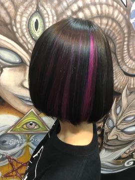メッシュ感のあるインナーカラー 派手髪