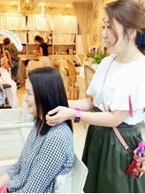 忙しい貴方に【カラーとの同時施術も可能な低ダメージ縮毛矯正】自身の魅力を惹き出す、ツヤ髪ストレート